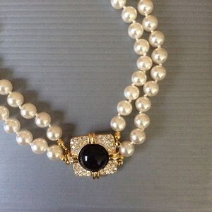 Jewelry - Pearl Necklace With Pendant